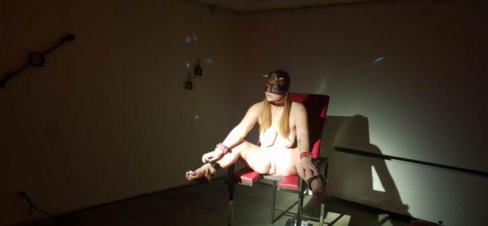 VOAYER: Poslední výstava skutečných nahých žen