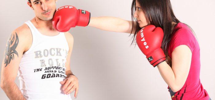 Domácí násilí stoupá kvůli karanténě po celém světě