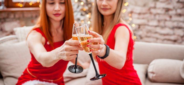 Vánoční večírky vedou často k neplánovanému sexu. Jak vše přežít bez ostudy?